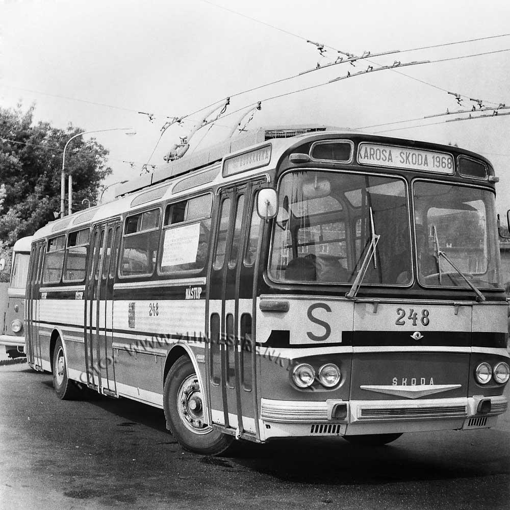 1989 - nadjezd na Jižní svahy - otevření trolejbusové dráhy 000000
