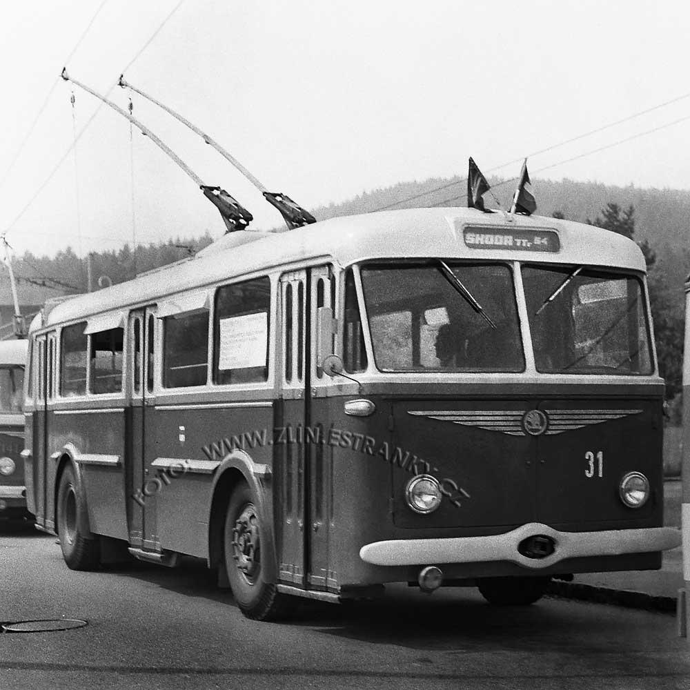 1989 - nadjezd na Již. svahy - zprovoznění trolejbusové dráhy 03