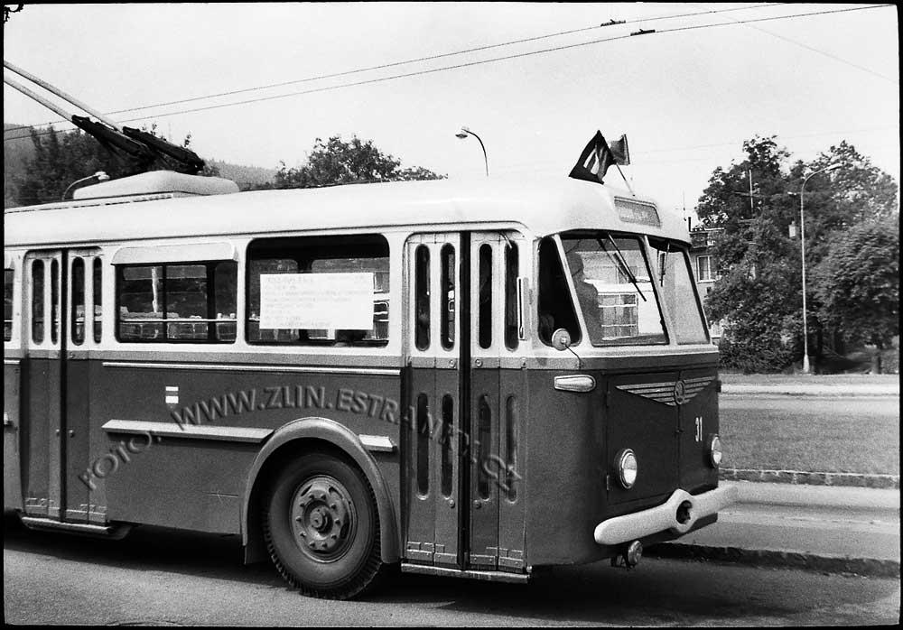 1989 - nadjezd na Již. svahy - zprovoznění trolejbusové dráhy 06