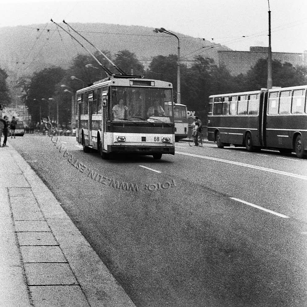 1989 - nadjezd na Jižní svahy - otevření trolejbusové dráhy 000