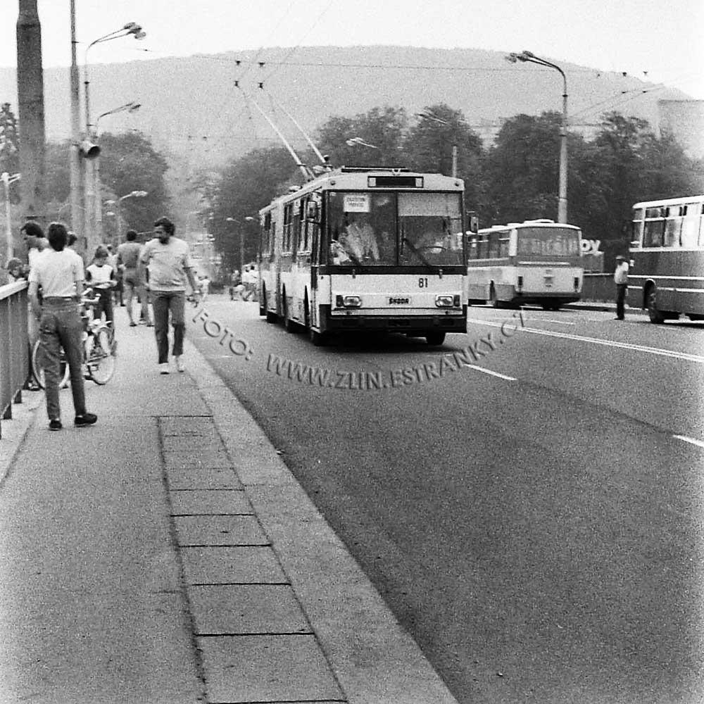 1989 - nadjezd na Jižní svahy - otevření trolejbusové dráhy 0000